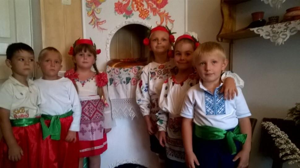 """Альбом: В ДНЗ """"ВИШЕНЬКА"""" Пройшли святкові заходи з нагоди початку нового навчально-виховного року."""